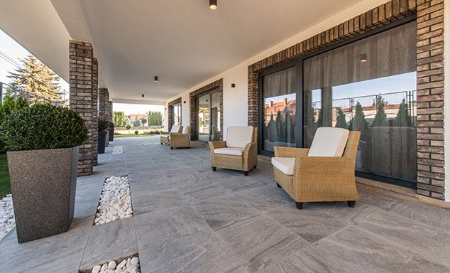 Terrassenplatten aus Naturstein