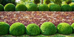 Naturstein Gartenmauern